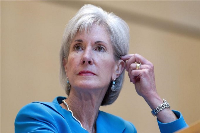 En 2011, la secretaria de Salud, Kathleen Sebelius (imagen), había bloqueado la decisión de la FDA de permitir la compra de Plan B One-Step sin límite de edad, por lo que Teva había decidido revisar la petición y situarla en 15 años, lo que ha sido aprobado finalmente hoy. EFE/Archivo