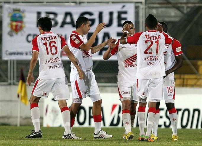 Santa Fe, que es el único equipo colombiano que sobrevive en la Copa Libertadores, se fue a dormir tranquilo porque Atlético Nacional, su única amenaza, perdió 0-3, con Envigado. EFE/Archivo