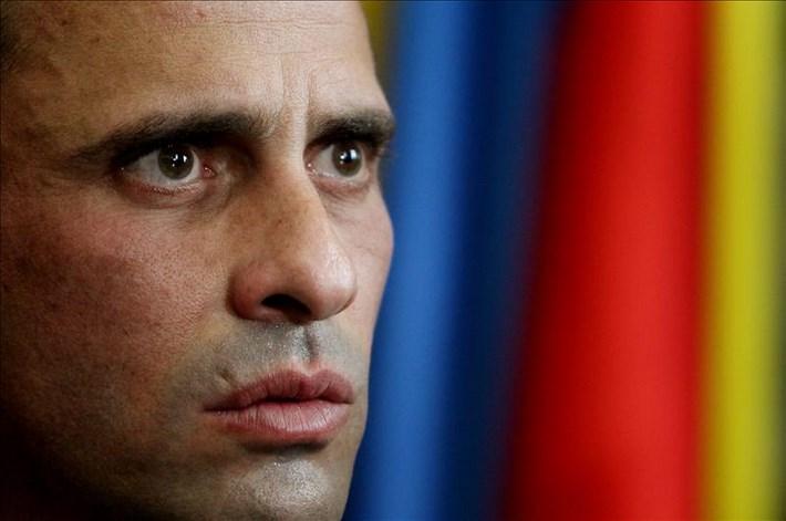 El líder opositor venezolano Henrique Capriles ofrece una rueda de prensa durante una reunión en Bogotá (Colombia). EFE