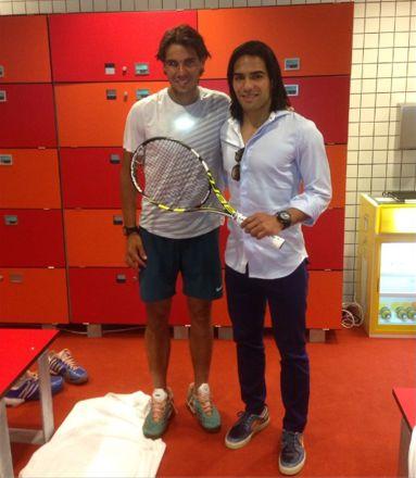 falcao Después de un partido tremendo entre @RafaelNadal - @DavidFerrer87 El souvenir me lo llevo yo. Gracias Rafa!!!