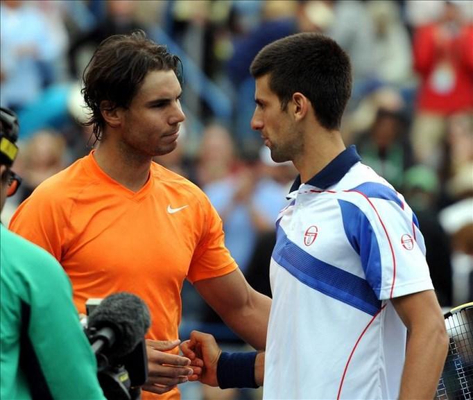 En la imagen, el tenista español Rafael Nadal (i) y el serbio Novak Djokovic (d), dos de los que han ocupado el primer lugar en la clasificación mundial en los últimos años. EFE/Archivo