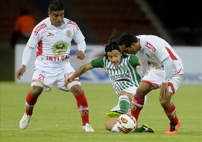 En la imagen, el jugador del Atlético Nacional de Colombia, Sherman Cardenas (c). EFE/Archivo
