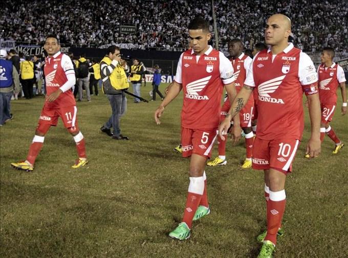 Santa Fe-Medellín, un atractivo en la liga colombiana marcada por la violencia. EFE.
