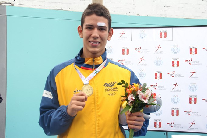 Erick Caicedo Oro en Suramericano de Perú. Federación Col. Natación.
