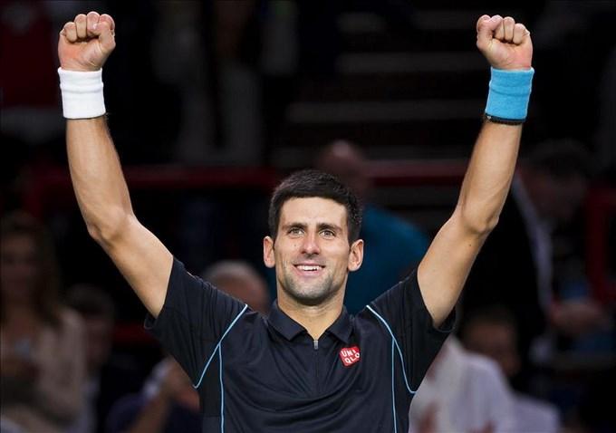 Djokovic pasa, con apuros, a cuartos del Master Mil de París. EFE.
