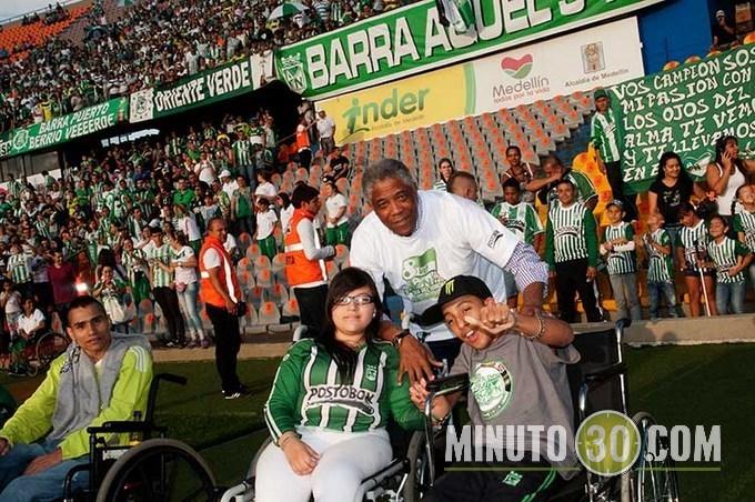 """""""Pacho"""" Maturana fue homenajeado en el Día del Hincha Verde."""