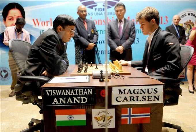 Anand y Carlsen firman las cuartas tablas tras una dura lucha. EFE.