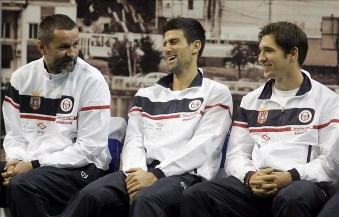 El serbio Djokovic y el checo Stepanek abrirán la final de la Copa Davis. EFE.