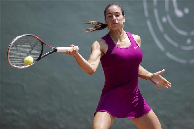 Paraguay arrasa en sencillos de tenis femenino con medallas de oro y plata. EFE.
