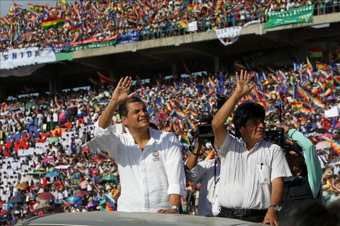 Los presidentes Correa y Morales, en Perú para asistir a los Juegos Bolivarianos. EFE.