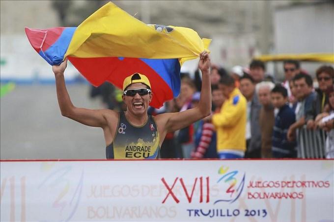 El equipo ecuatoriano conquista oro en triatlón por relevos de Bolivarianos. EFE.