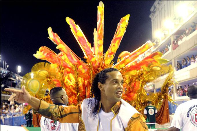 Ronaldinho Gaúcho, en el desfile de la escuela de samba Académicos do Grande Río. EFE