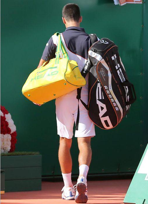 El serbio Novak Djokovic abandona la pista tras perder el partido de semifinales del Abierto de Montecarlo que se disputa en el Roquebrune Cap Martin. EFE/EPA