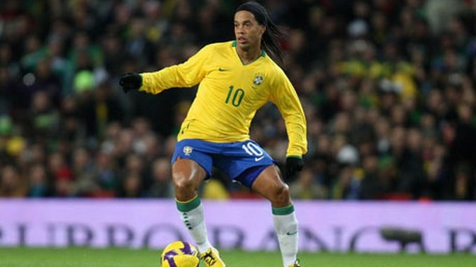 Ronaldinho in action for 001 Copiar1