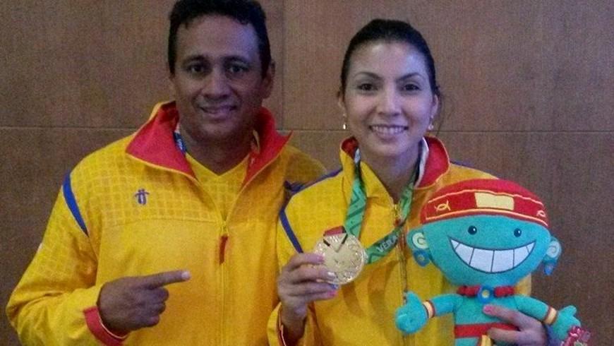 Stella Urango oro en Karate Veracruz 2014