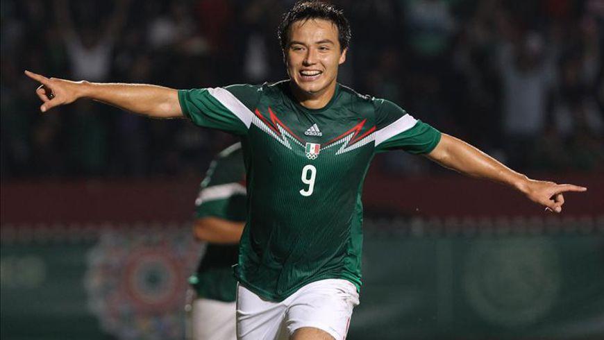 Erick Torres de México celebra un gol ante Venezuela hoy, viernes 28 de noviembre de 2014. EFE