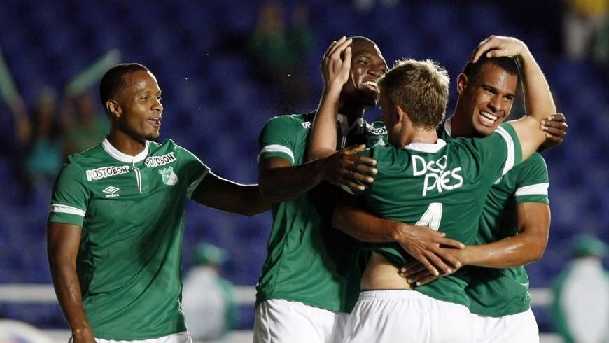 Andrés Roa, Harold Preciado en dos oportunidades y David Mendieta marcaron los goles del equipo verde de Cali. EFE.