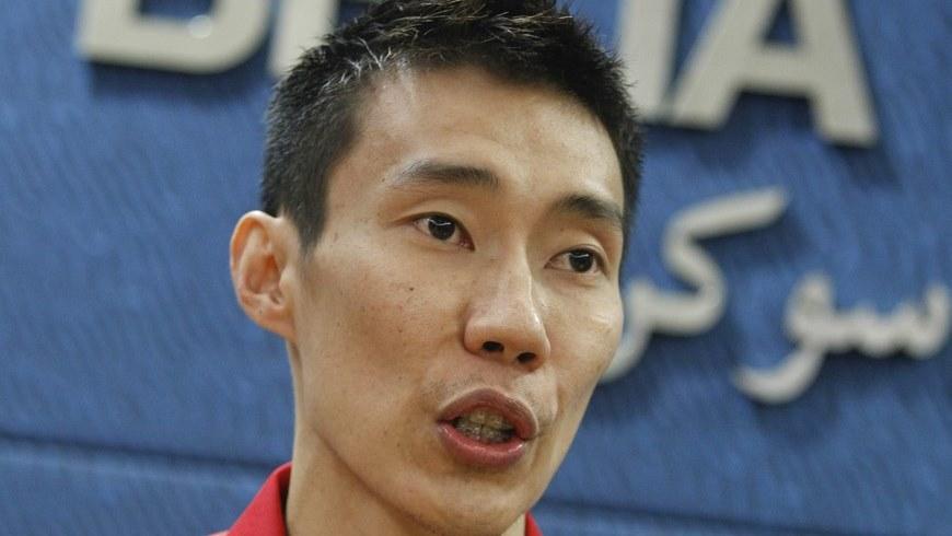 El malasio Lee Chong Wei, subcampeón mundial de bádminton y número uno del ránking internacional, comparece en rueda de prensa en Putrajaya (Malasia) hoy, lunes 27 de abril de 2015. EFE