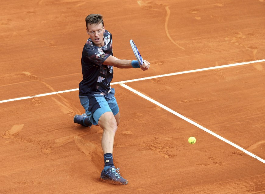 El tenista checo Tomas Berdych, durante el partido de tercera ronda del torneo de Montecarlo disputado ante el español Roberto Bautista (no visible) en Roquebrune Cap Martin, Francia, hoy, 15 de abril de 2015. EFE