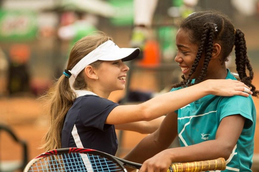 Niños tenis de campo (Copiar)