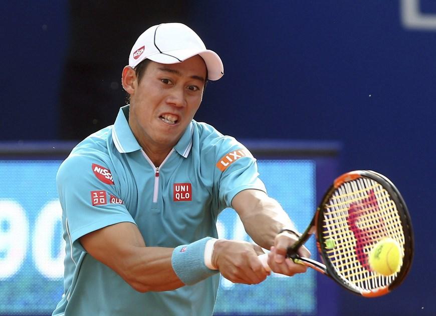 El tenista japonés Kei Nishikori durante el partido de la final del Trofeo Conde de Godó disputado ayer ante el español Pablo Andújar en las instalaciones del RCT Barcelona. EFE