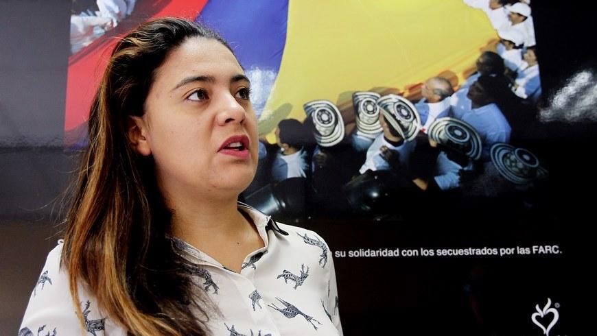 Fotografía tomada el pasado 30 de marzo en la que se registró a Johanna Pinzón, directora de Poliedro, una agencia de innovación en productos editoriales y audiovisuales que creó Colombian Loops. EFE