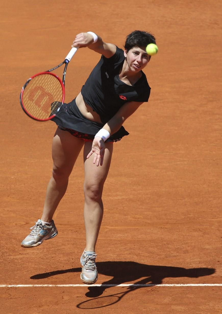 Las ilusiones de la española Carla Suárez de acceder a las semifinales del torneo de tenis de Madrid tropezaron este jueves con la estadounidense Serena Williams, que amplió a 6-0 su particular cara a cara con la canaria tras batirla por 6-1 y 6-3 en una hora y trece minutos. EFE