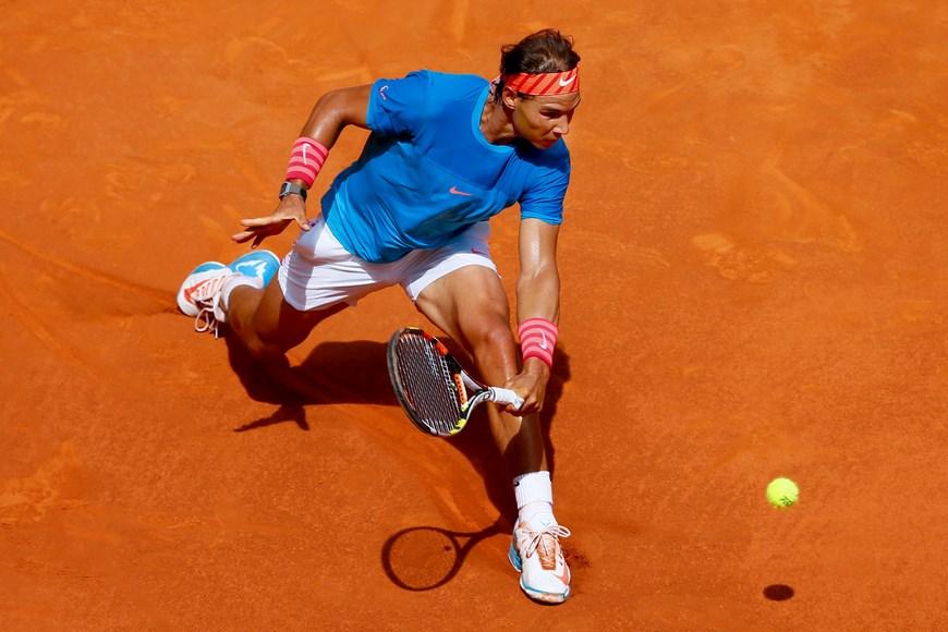 El tenista Rafa Nadal durante el partido frente al búlgaro Grigor Dimitrov en los cuartos de final del torneo Mutua Madrid Open, que se celebra en la Caja Mágica. EFE/Juanjo Martin