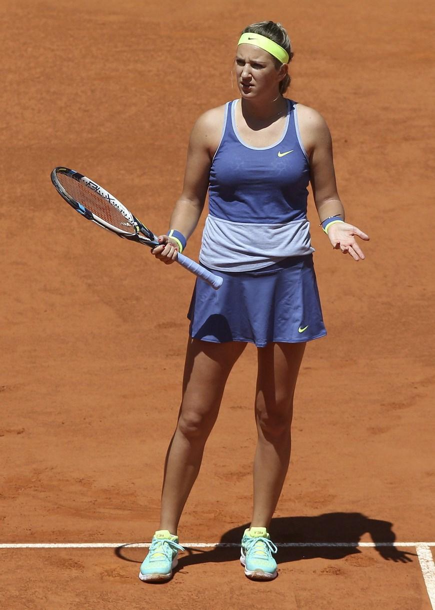 La bielorrusa Victoria Azarenka durante el partido de la tercera ronda del torneo de tenis de Madrid que disputa frente a la estadounidense Serena Williams, hoy en la Caja Mágica. EFE/Chema Moya