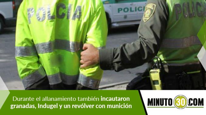 Policía capturado.