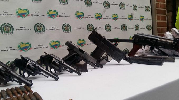 Armas incautadas en Bello.