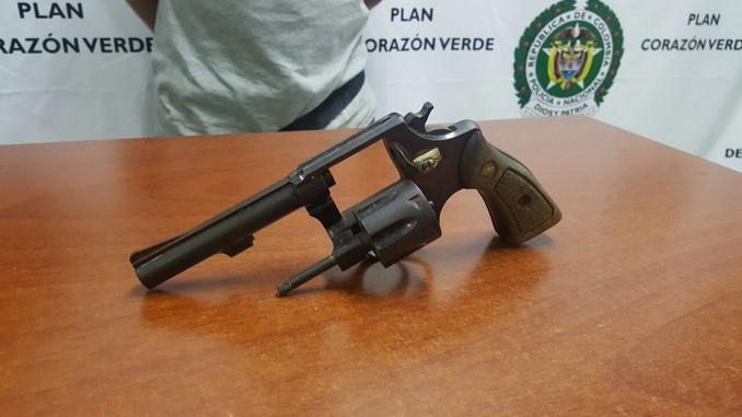 Revólver incautado en Itagüí.