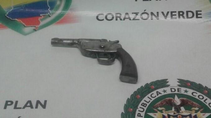 Arma de fuego incautada en San Javier.