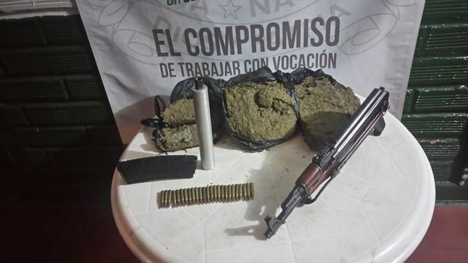 Armas y marihuana halladas en La Avanzada.