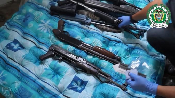 Fusiles incautados en El Picacho.