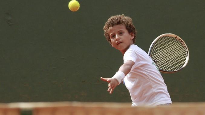 ninos tenis de campo Copiar