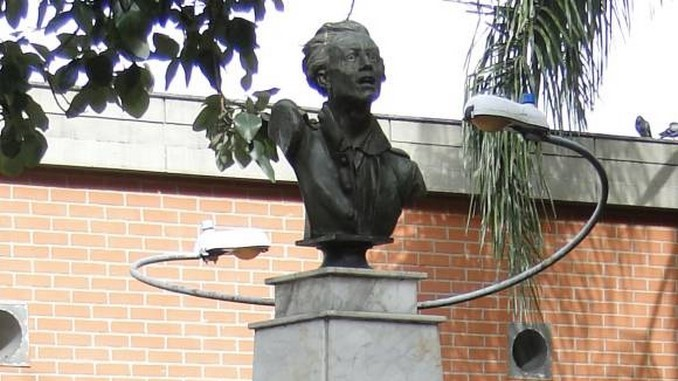 Busto_Atanasio_Girardot