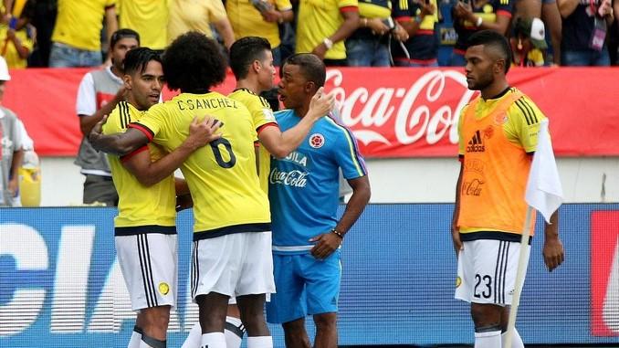 Falcao celebra gol ante Brasil 3