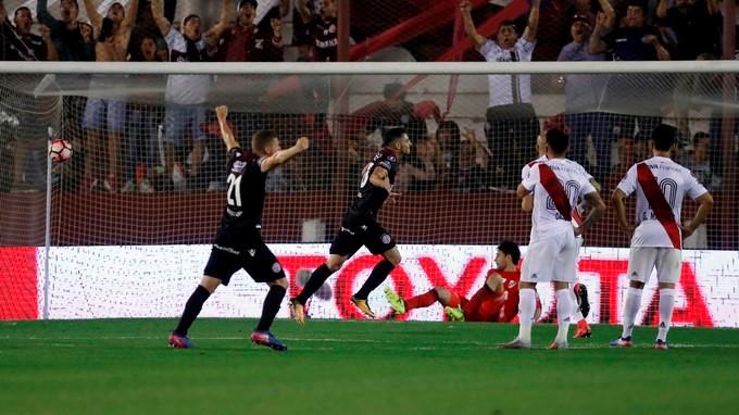 Lan%C3%BAs River Plate 3