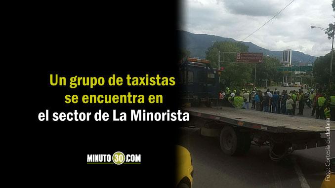 Taxistas en la manifestación denuncian que no los dejan pasar hacia La Alpujarra