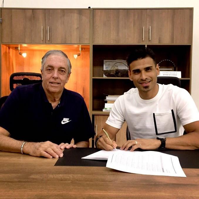Jugadores firman contrato 2