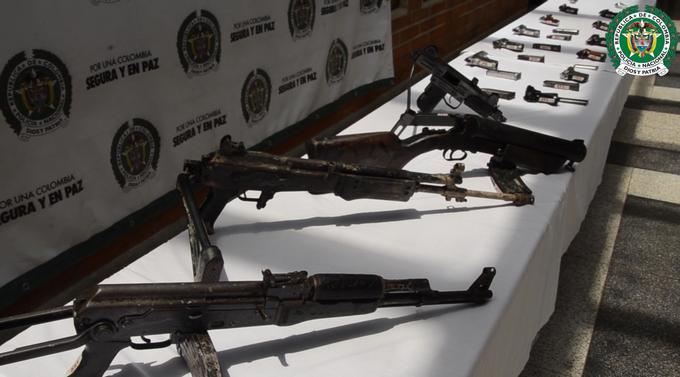 25 personas fueron capturadas y m%C3%A1s de 20 armas de fuego incautadas en Bel%C3%A9n Comuna 13 y Robledo