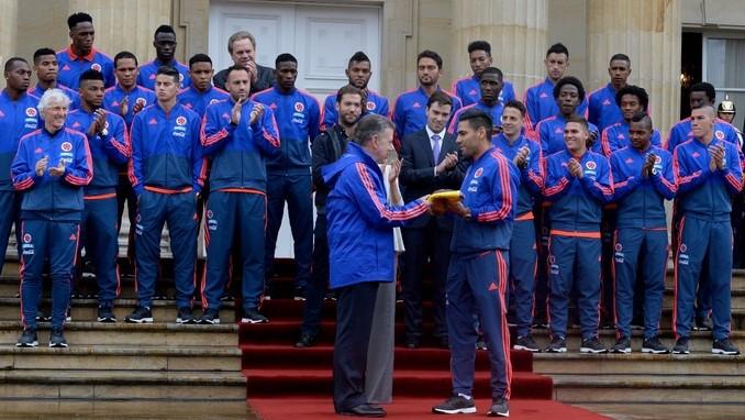 Así fue la entrega entregó del Pabellón Nacional a la Selección Colombia