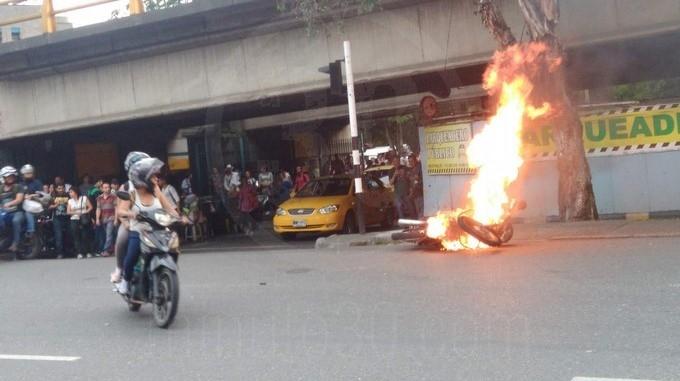 quema de moto 1