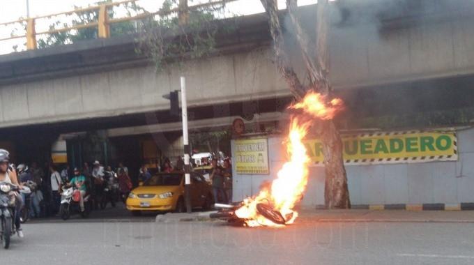 quema de moto 3