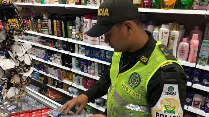 En locales comerciales de Medellín y Sabaneta las autoridades decomisaron $110 millones en mercancía de contrabando