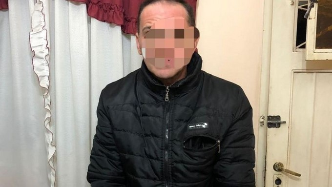 se hizo pasar por ladron para violar a su hijastra