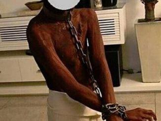Disfrazo a su hijo de esclavo y tuvo que disculparse