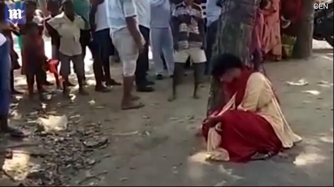 joven musulmana atada azotada en arbol por escapar con hindu