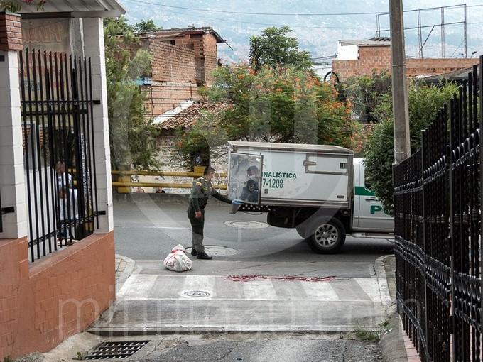 barrio Girardot y de inmediato recibi%C3%B3 varios impactos por arma de fuego 1715